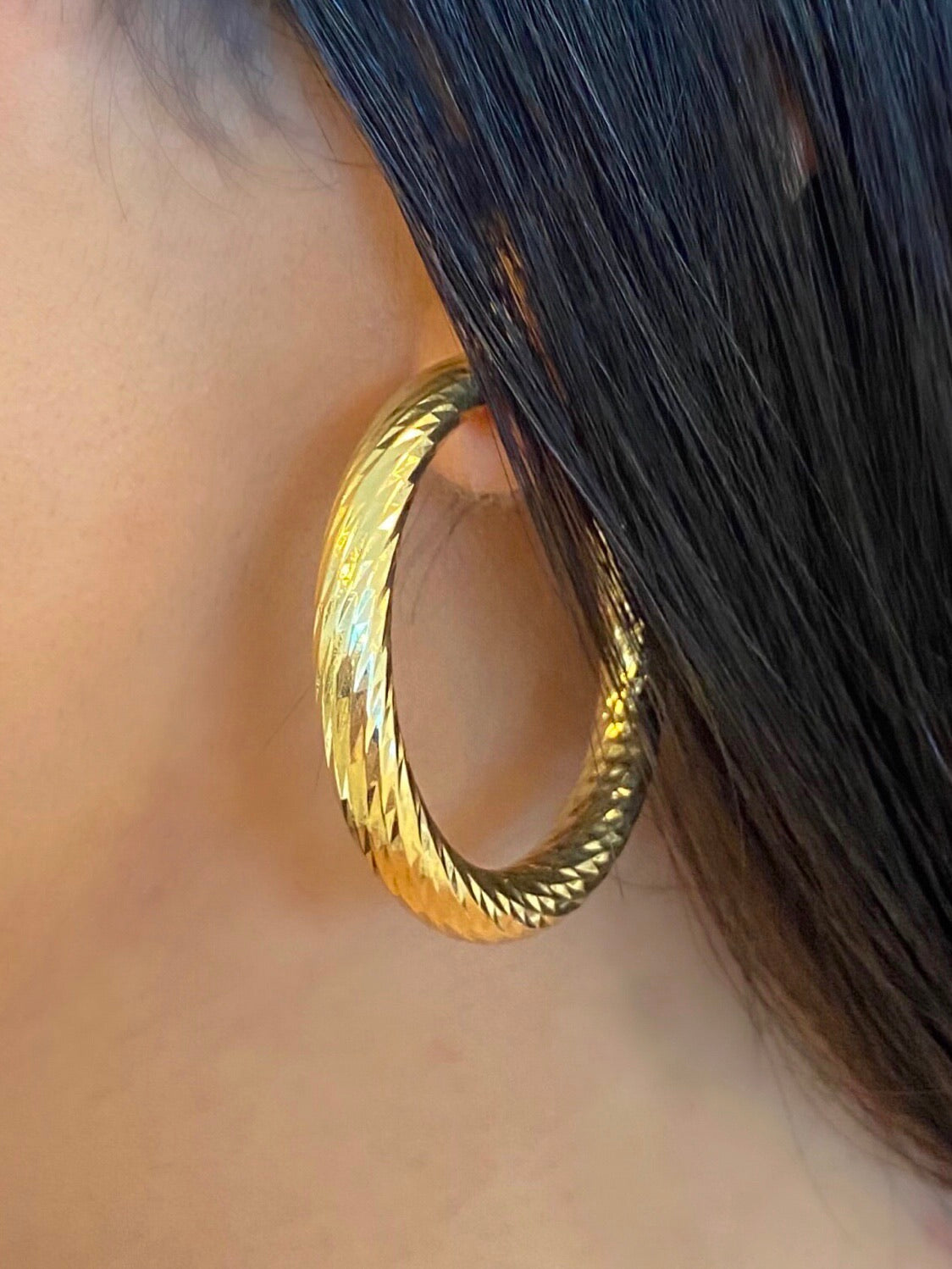 gold / silver hoop earrings, embossed detailing, latch hook closure
