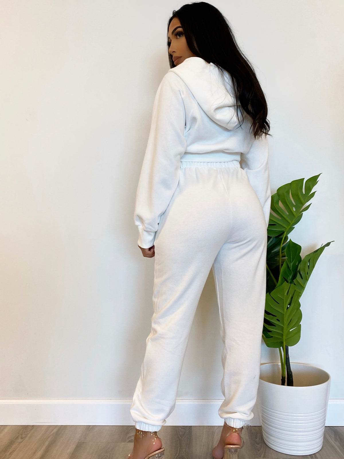 white jogger 2 piece, crop zip up hoodie, high waist joggers, 2 front pockets