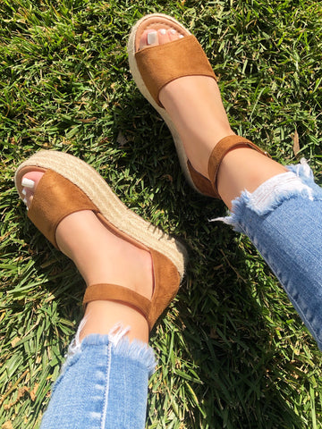Riri Buckle Sandal (tan)