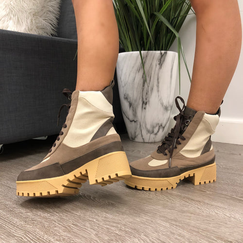 Leyla Commander Boots (natural)