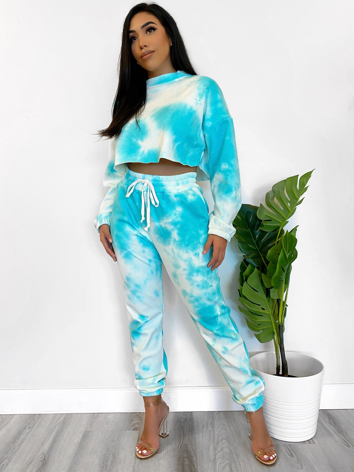 turquoise tie dye 2 piece, crewneck crop top, high waist joggers, drawstring, 2 front pockets