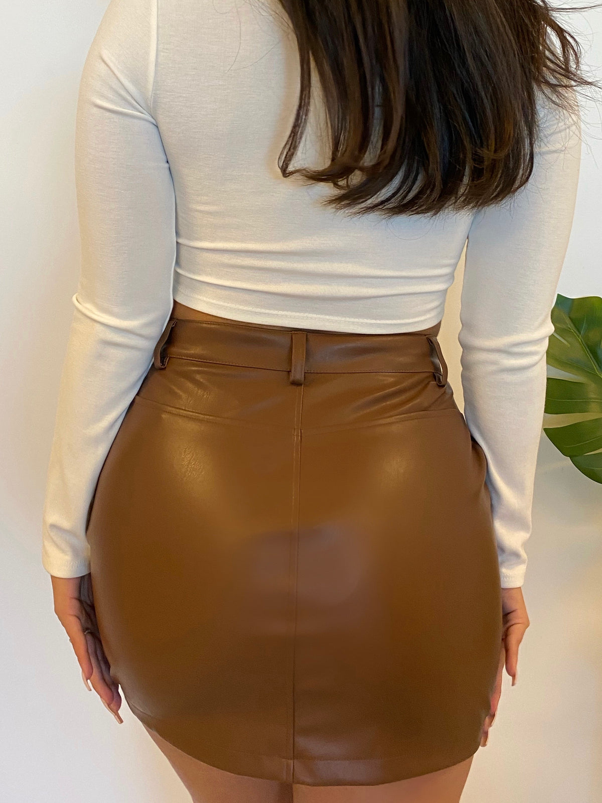 dark brown leather skirt, front tie uo, 2 front pockets, side zippers, high waist skirt