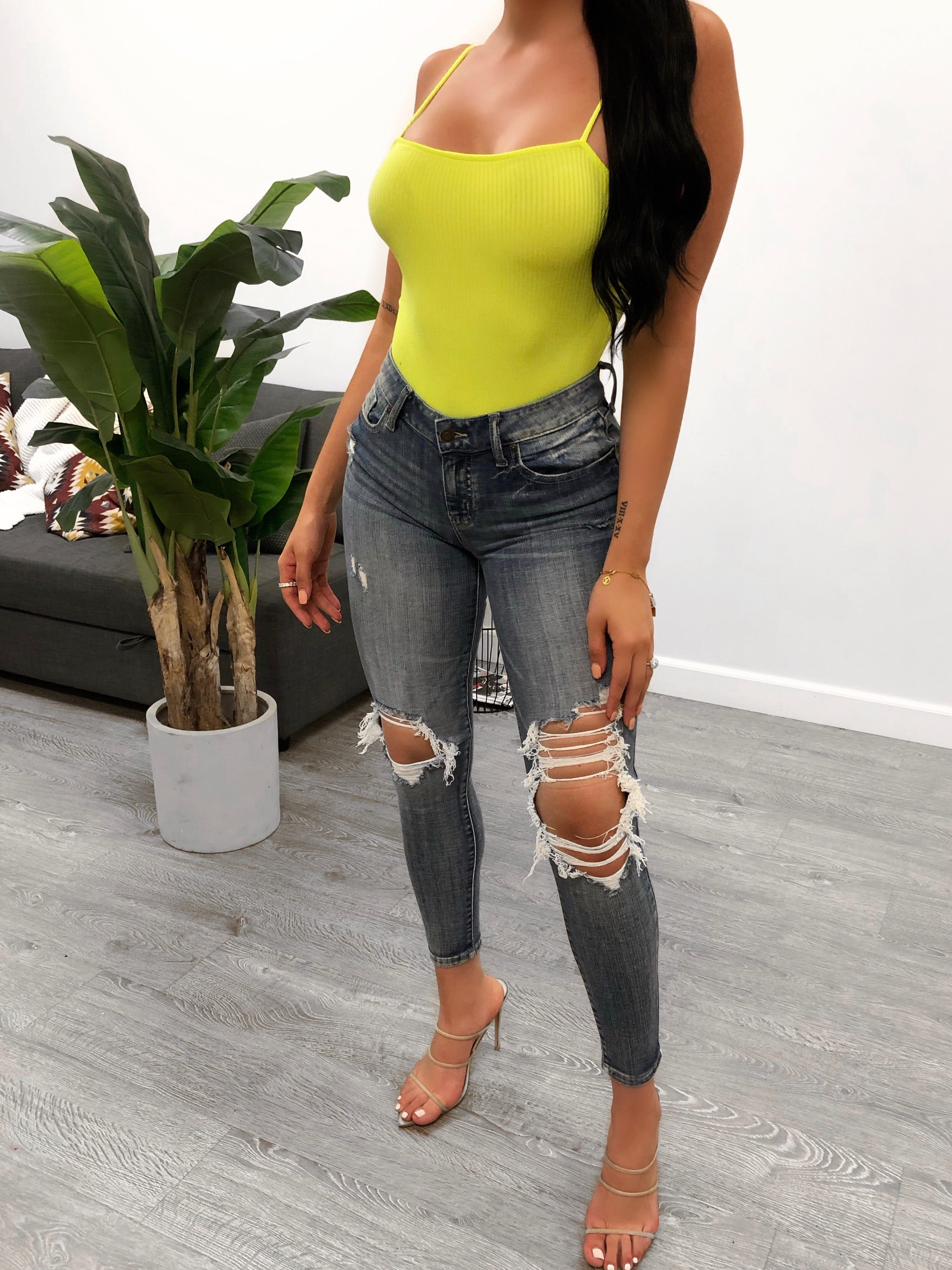 dark denim low rise skinny jeans, has small rip on right knee and bigger rip on left knee