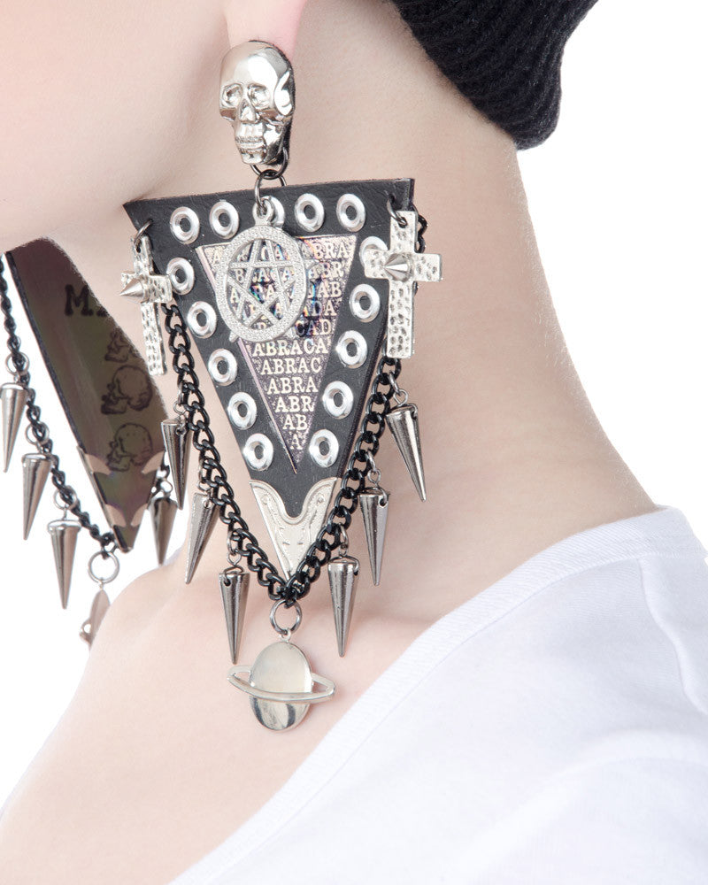 METAL ABRACADABRA EARRINGS - Eros Mortis