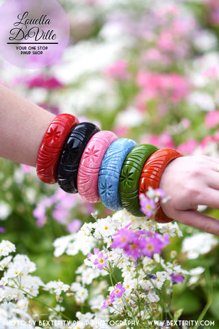 Starburst Wide Fakelite Bangle (Various Colours)