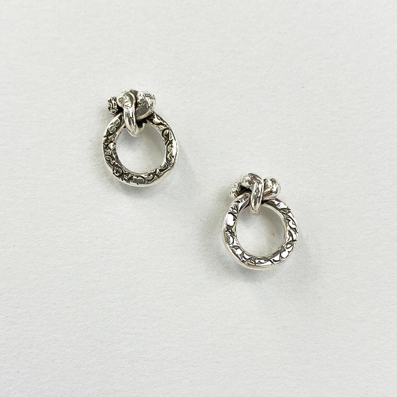 EK40B | CHUNKY FORGET ME KNOT STUD EARRINGS