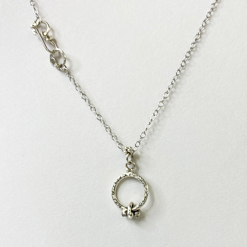 NCHK4B | FORGET ME KNOT SHORT EVERYDAY NECKLACE