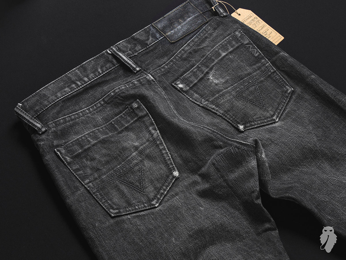 denim back pockets with tonal arcuates