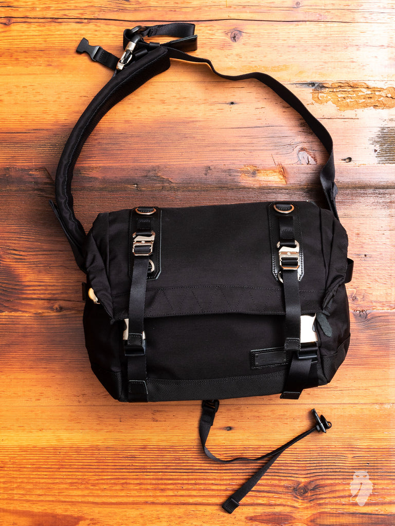 Hunter Messenger Bag in Black