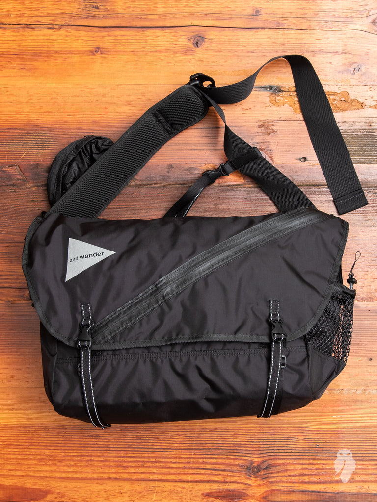 20L Messenger Bag in Black