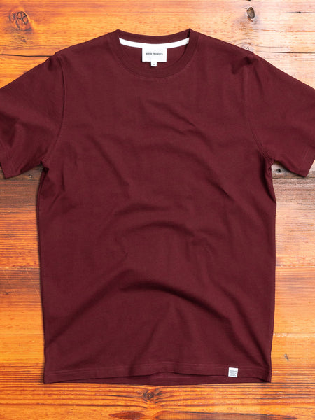 Niels Standard T-Shirt in Mulberry Red