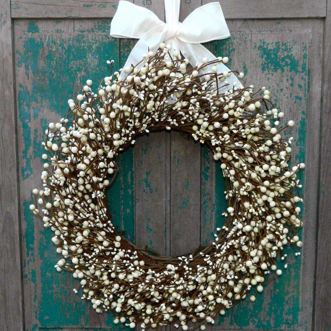 Cream Wreath with Small Round Berries