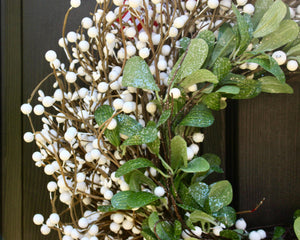 Holiday wreath, holiday decor, christmas wreath, cream berry wreath, mistletoe greenery wreath