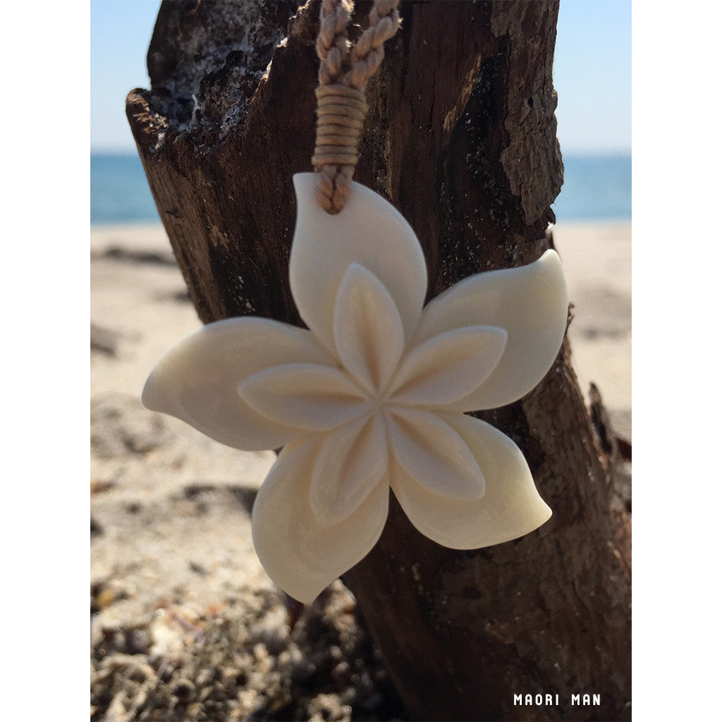 Beautiful Handcrafted Maori Flower Hawaiian Necklace