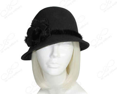Felt Bell Cloche Hat With Bias Brim - Black