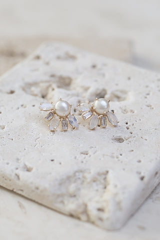 Bella Pearl Earrings