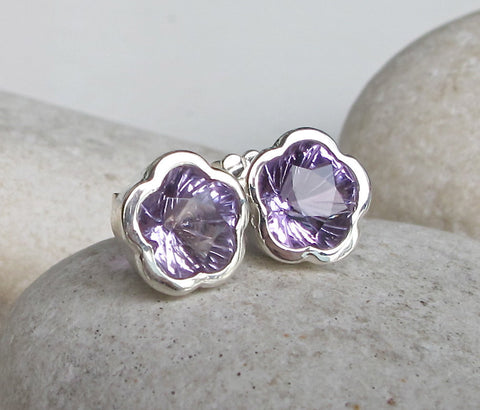 Silver Bezel Amethyst Earring- Flower Shaped Earring- February Birthstone Earring- Purple Earring- Gift for Bridesmaids- Earrings for her