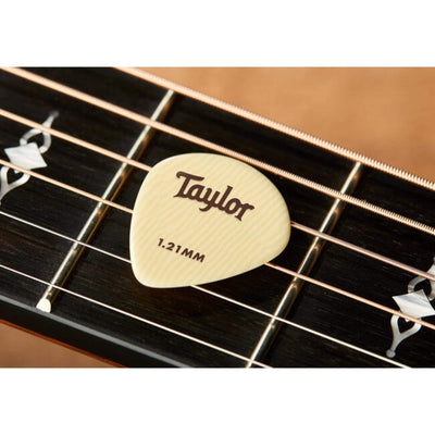 Taylor Picks Taylor Premium Darktone Ivoroid 651 | Guitar Picks 1.21mm