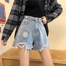 Load image into Gallery viewer, Daisy Shorts SA038