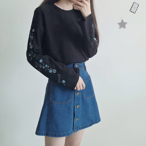 Yellow/Black/White Flowers Embroidery Pullover Shirt SP1710907