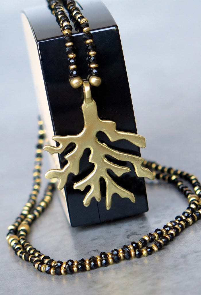 Coral pendant necklace black/gold