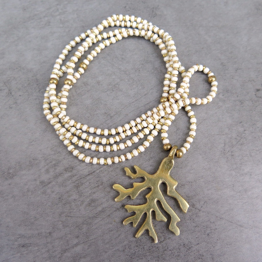 Coral pendant necklace ecru/gold