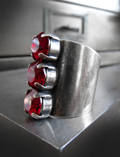 TOMBOY - Swarovski Crystal Trio Ring - Blood Red