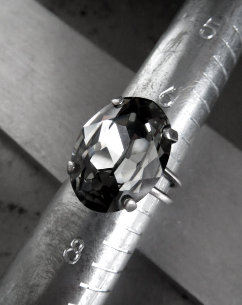 MODERN CLASSIC - Swarovski Crystal Oval Cocktail Ring - Black Diamond