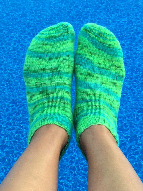 All About That Curve Ankle Socks-- Knitting Patterns -- PDF Download