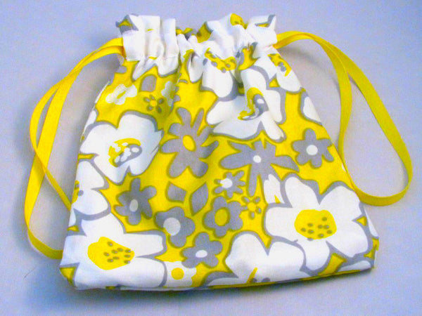 "Yellow/Grey Cartoon Floral Hand Sewn Self-locking Project Bag (8"" x 10)"