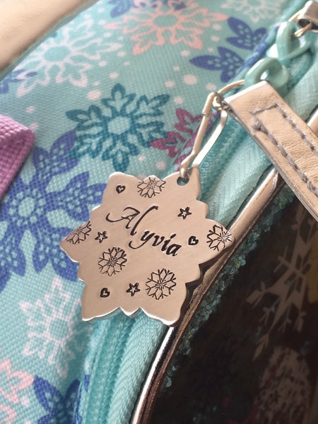 Backpack ID Tag - Personalized Zipper Pull - Backpack / Lunchbox Pull Tag - Back to school - Snowflake name tag - Tag for Kid - Custom Tag