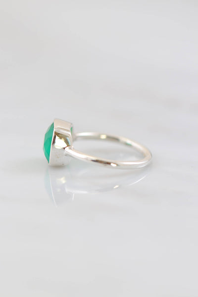 Green Onyx Ring, Green Gemstone Stacker rings, Onyx Ring, Emerald Jewelry, Designer Rings, Everyday simple ring, Anniversary Gift, Wife Gift