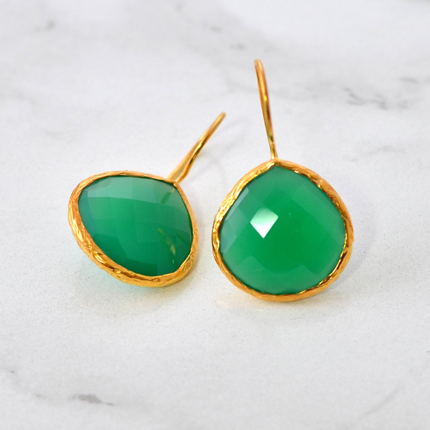 Emerald Green Earring - May Birthstone Earring - Green Onyx - Gold Hammered Framed Earring - Elegant Earring - Everyday Gemstone Earring