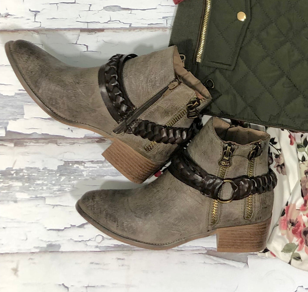Chief Distressed Boots