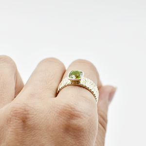 Peridot Carved Ripple Ring Ai107