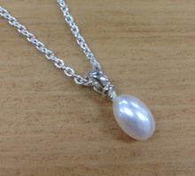 Load image into Gallery viewer, Pearl drop pendant Ai266