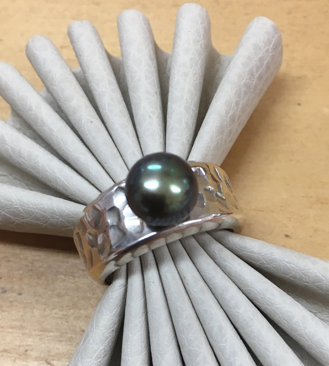 Hammered Pearl Ring Ai102