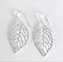 Load image into Gallery viewer, Open Leaf Earring Ai167