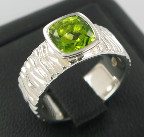 Peridot Carved Ring Ai107