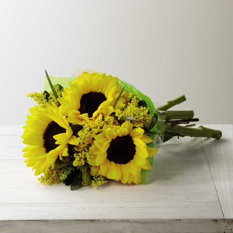 The FTD® Sunshine Daydream™ Hand-Tied Bouquet (D9-4910H)