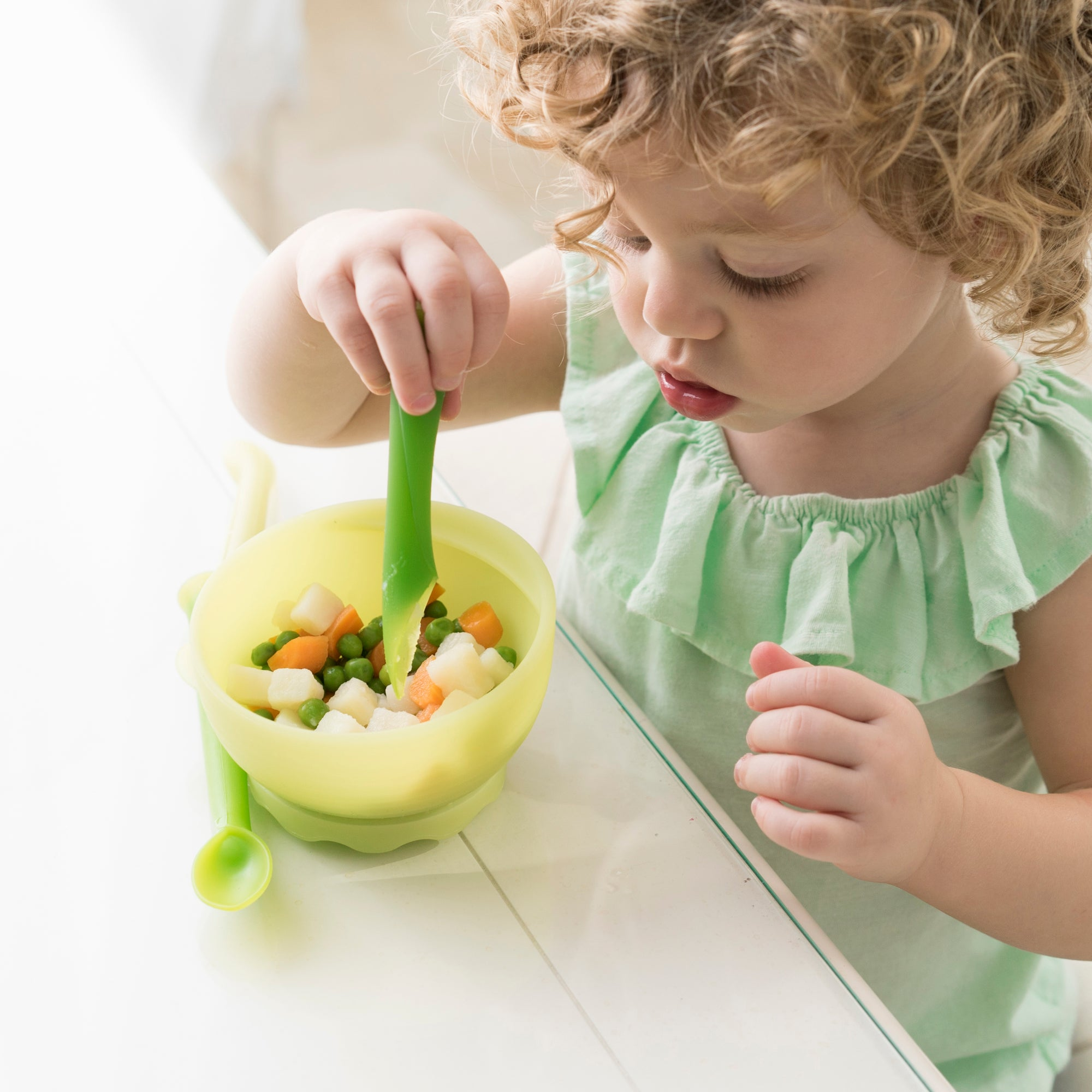 Motherly 10 must-haves for starting solids with your baby