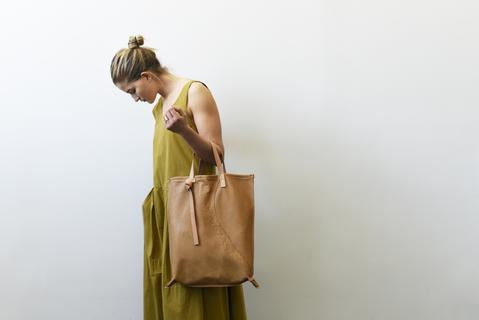 8.6.4 Design Tan Leather Tote