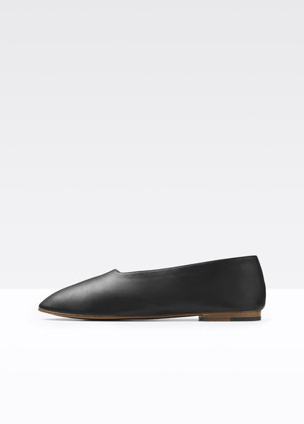 Vince Maxwell Flat in black, a soft Italian leather ballet flat with a modern, choked up silhouette and rounded toe.