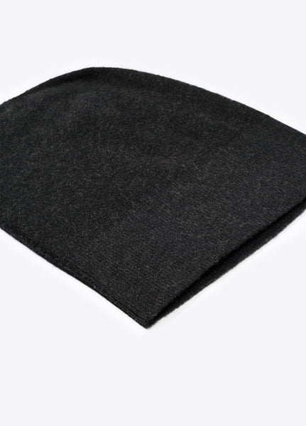flat view of Vince cashmere beanie in black