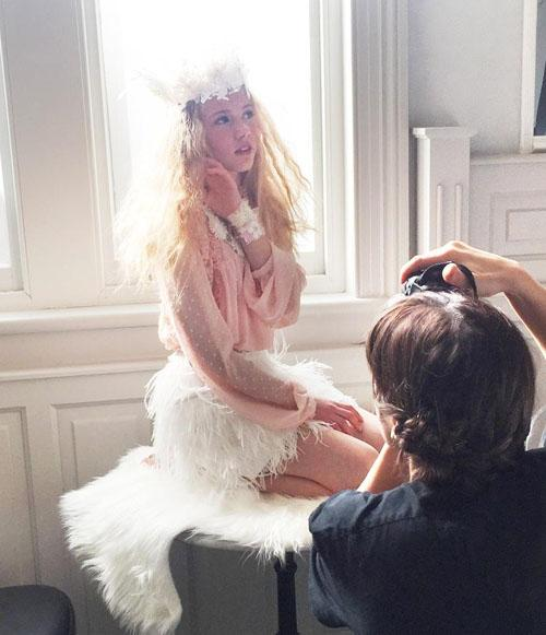 Luxury Girls Accessory Brand - Sienna Likes to Party take you behind the scenes at their latest shoot.