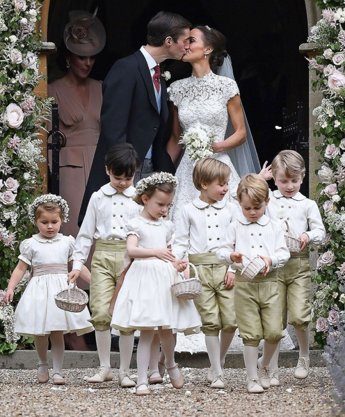 Pippa Middleton Wedding Day photo with Bridal Party and Flower Girls