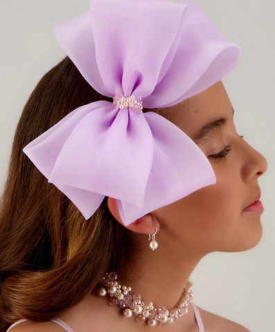 https://www.siennalikestoparty.com/products/copy-of-the-miracolo-crystal-butterfly-headband?_pos=3&_sid=162f50dda&_ss=r