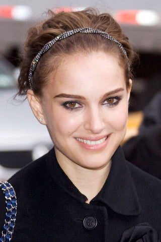 Natalie Portman wears thin headband trend on the red carpet - Sienna Likes to Party Blog
