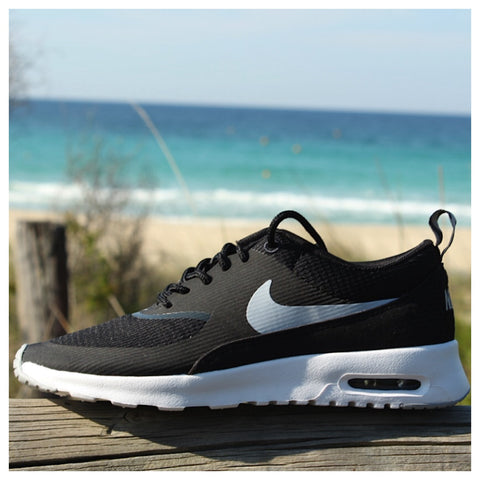 Air Max Thea in Black/White