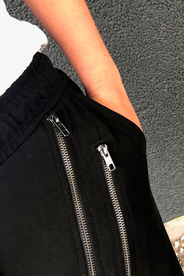 Beds Are Burning Double Across Zipper | Deep Black | Bukser fra COMFY COPENHAGEN